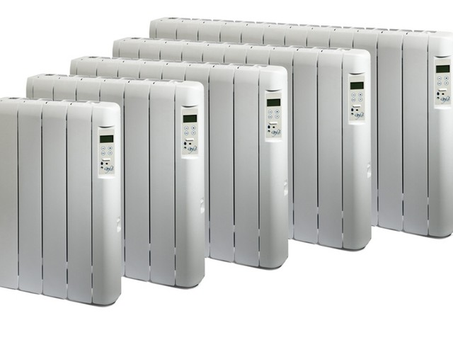 Настенные радиаторы безжидкостного типа с различным количеством секций.